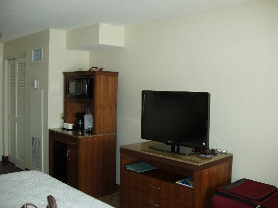 Hilton Garden Inn New Orleans Convention Center: TV, Refig, Microwave and Coffee Maker