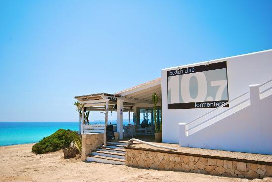 Beach Club 10.7: Entrance