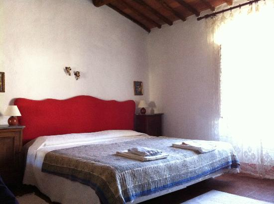 Adine in Chianti: Our amazing master bedroom with en suite bathroom