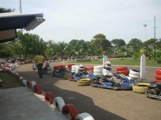 La vereda del lago Maracaibo: Hay un karting dentro del paseo... Se paga aparte...
