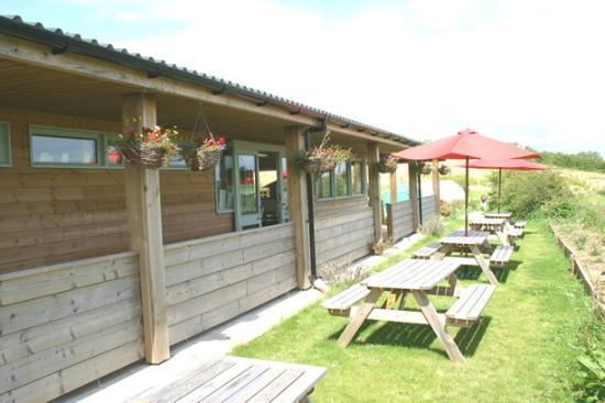 Loddiswell, UK: Outside dinning (room for 25 inside + 16 undercover)