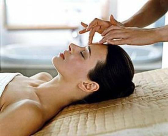 Avaneesh Natural Therapy Center and Spa: Classic facial massage & Natural Lift facial massage