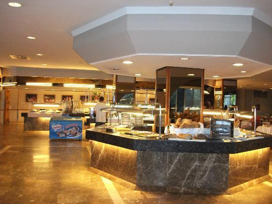 Beverly Park Hotel: restaurante bufett