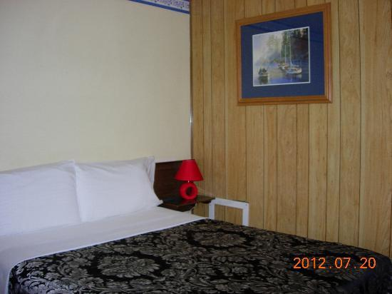 Century II Motel: room 2