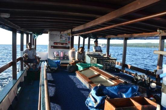 Wakatobi Dive Resort: On the dive boat