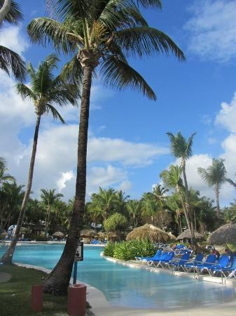 Bavaro Princess All Suites Resort, Spa & Casino: Groot zwembad