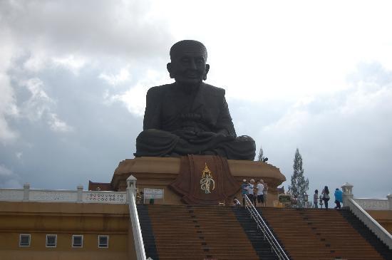 Huay Mongkol Temple: Mongkol