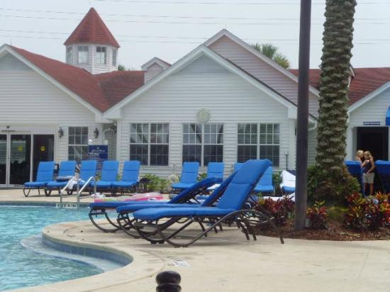 Diamond Resorts Grand Beach: Poolside looking towards fitness room