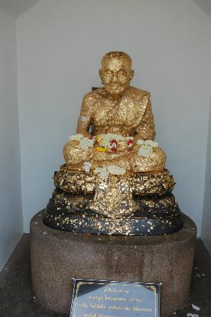 Huay Mongkol Temple : Gold Budda