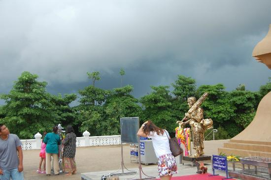 Huay Mongkol Temple: Storm upcomming
