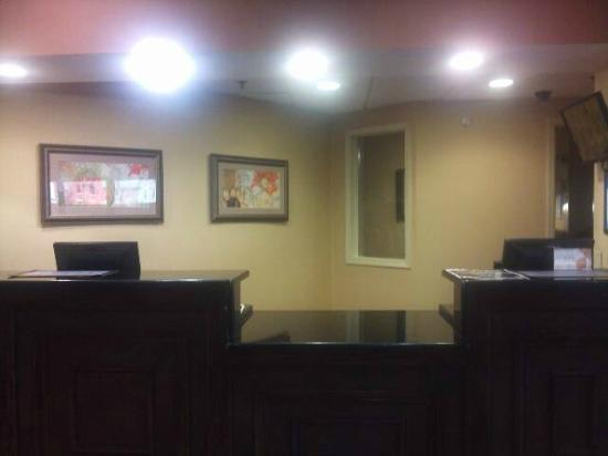 Comfort Inn & Suites: FRONT DESK...HOW CAN WE HELP YOU?