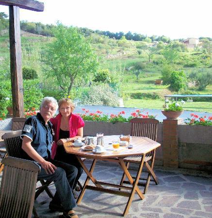 Hotel Il Caminetto: Petit-déjeûner en terrasse
