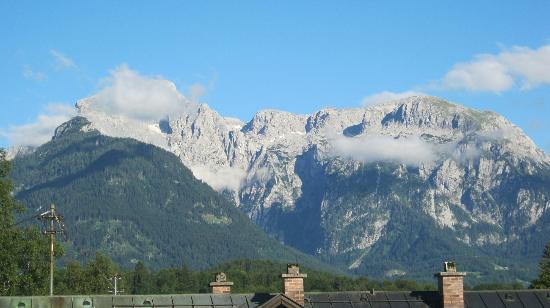 Alpenhotel Brennerbascht : View from hotel room of Kehlstein mountain
