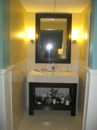 Breezeway Resort: Bathroom