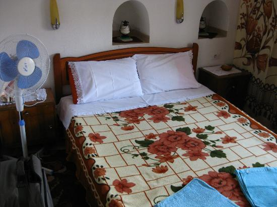 Kotoni Bed & Breakfast: Cama