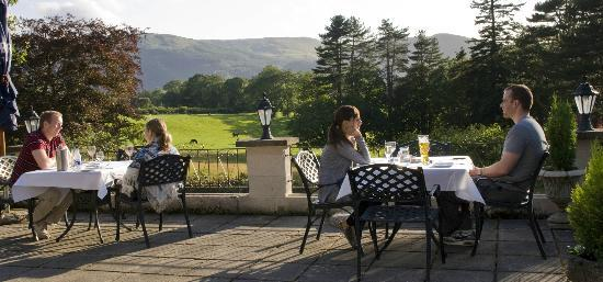The Coach House Restaurant at Ravenstone Lodge : Diners on the terrace.