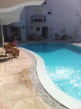 scorcio della piscina hotel la residenza
