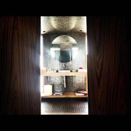 Hotel Bo: baño 