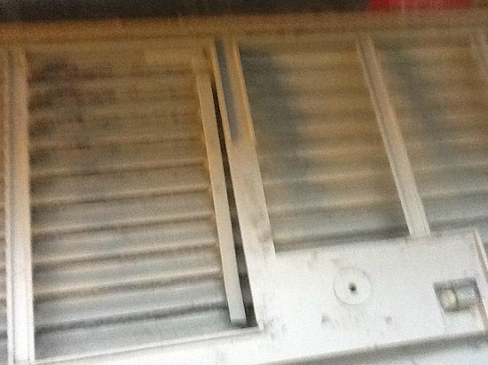 Hilton Garden Inn Lake Buena Vista/Orlando: very dirty ac