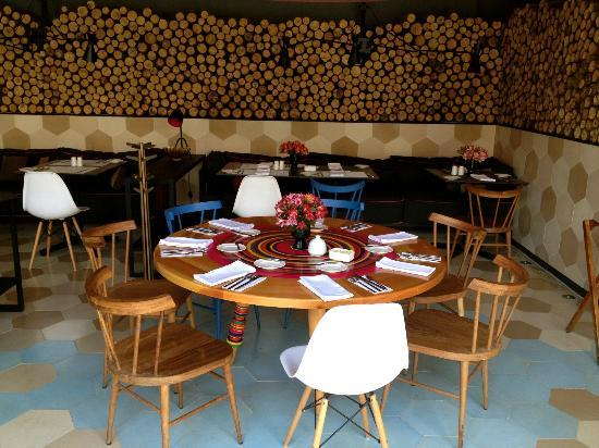 Hotel b¨o: restaurante