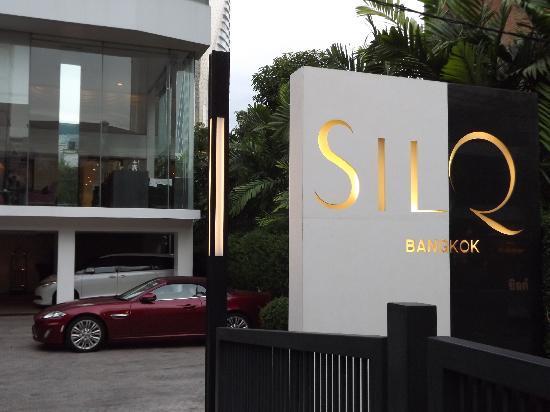 SilQ Bangkok Hotel: A classy entrance...