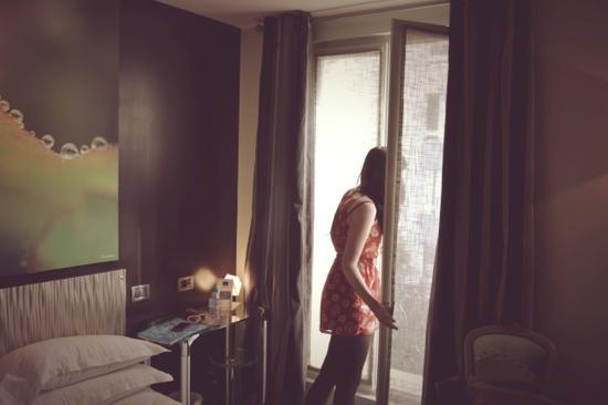 Le Fabe Hotel: Getting a view of Parisian life