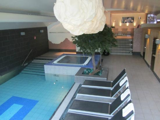 Amadore Hotel De Kampaduinen