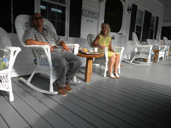 Yardarm Village Inn: Morning on the porch