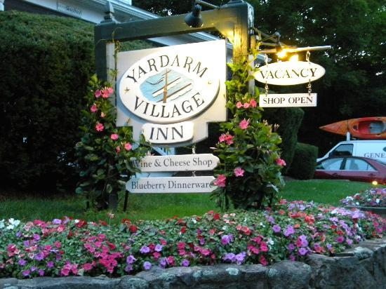Yardarm Village Inn: Hotel sign