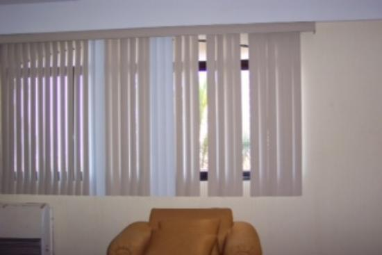 Marina Del Rey Beach Club: Window Blinds