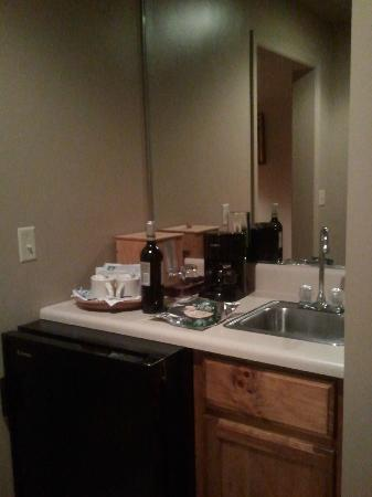 Snowbird Mountain Lodge: Fridge, coffee maker, sink area