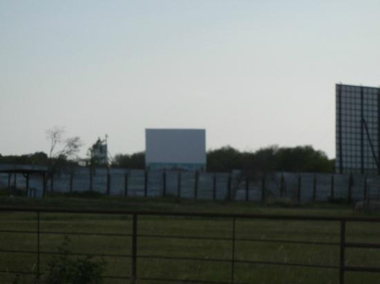 Galaxy Drive-in Movie Theatre: Screens