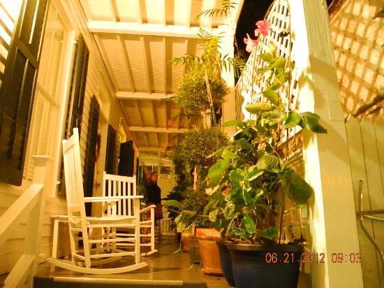 Casa 325: Front porch