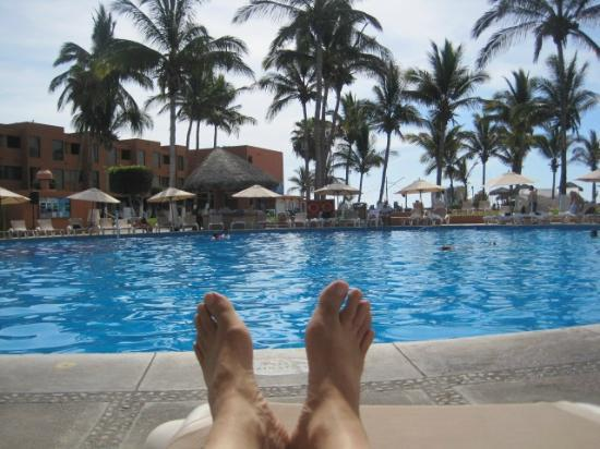 Holiday Inn Resort Los Cabos All-Inclusive: Relaxing by the pool
