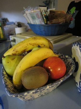 Columbine House: The fruit bowl and snack bowl. Replenished every morning.