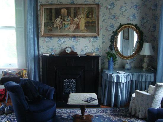 Victorian House Bed and Breakfast: Ashley's Room