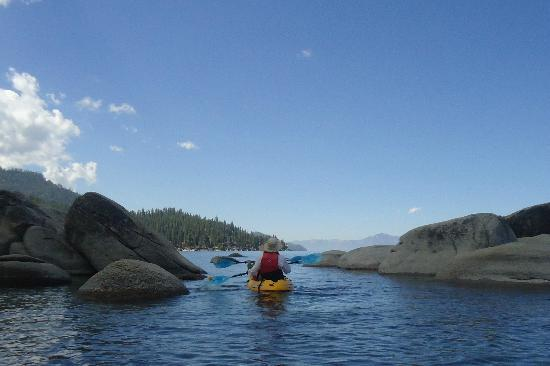 Tahoe Adventure Company : Kayaking through some eastern shore boulders