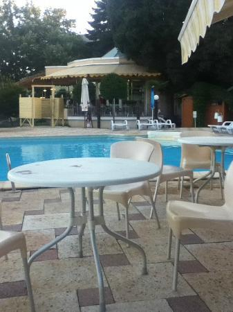 Hotel Dobrotitsa: Poolområde på Dobrotitsa.
