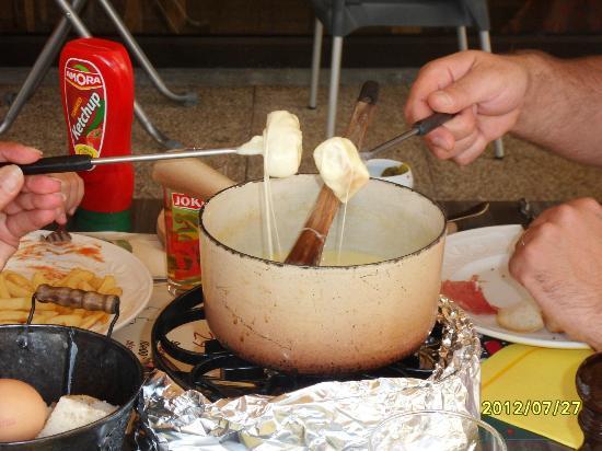 Les Cimes du Leman: une fondue au restaurant les Habères  (habères poche)