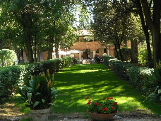 Hotel Villa Pambuffetti: View of hotel from the entrance