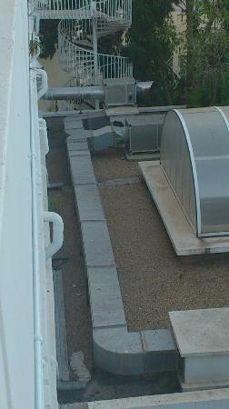 Le Hammamet Hotel : vu sur les climatisations !!je devais avoir vu sur jardin ou piscine