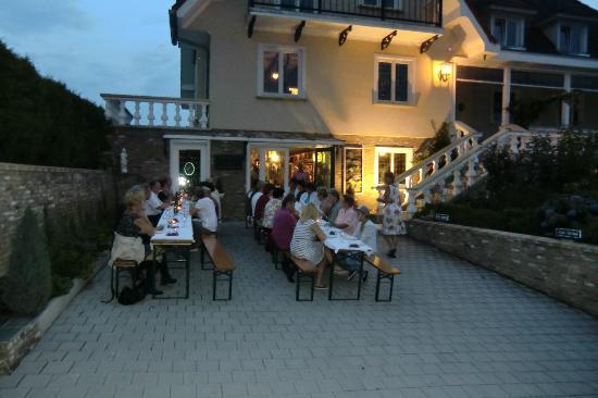 Klein-Holland Gastehaus: Party, mooie zomeravond