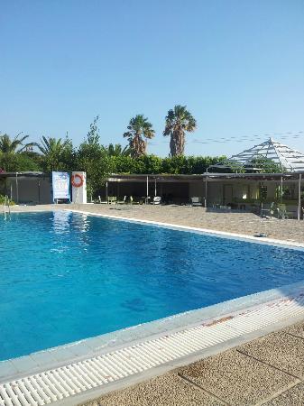 PrimaSol Archipelagos: piscine pas trop mal de loin..