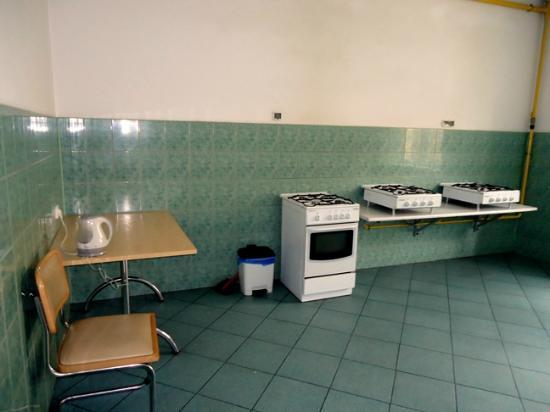 Orange Hostels: Kitchen