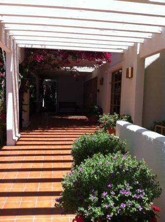 UCLA Guest House: the entrance