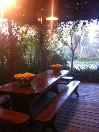 La Casa de los Limoneros: front porch