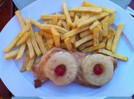 Schnitzelwirt : turkey with pineappel and chees