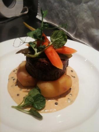 XO Bistro: Beef tenderloin... all recomend!