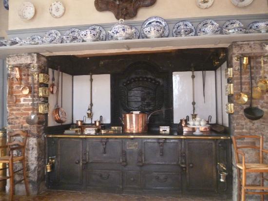 Chateau de Fleury la Foret : Kitchen