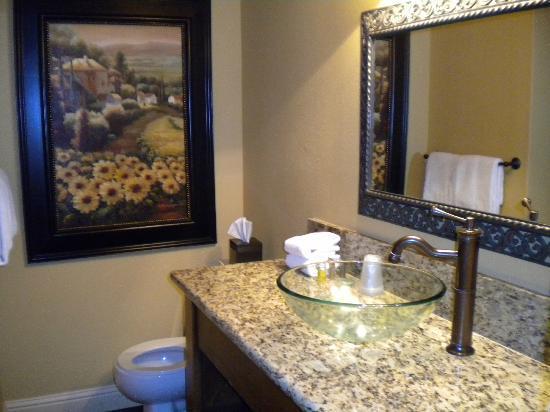San Joaquin Suite Hotel: bathroom